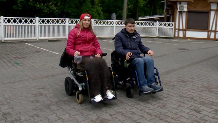 """Новый скандал с """"Победой"""": в самолет не пустили двух инвалидов на колясках"""