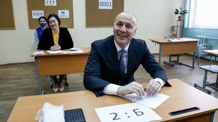 """Глава Рособрнадзора получил """"не тройку"""" по русскому"""