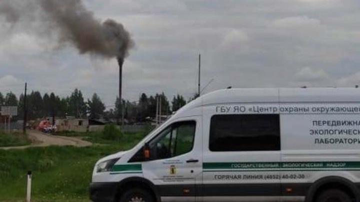 Под Ярославлем зафиксировали выбросы черного дыма с асфальтобетонного завода