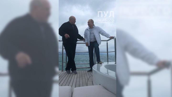 Путин и Лукашенко вышли в море