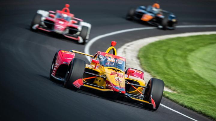 Ветеран серии IndyCar Кастроневес победил в Индианаполисе