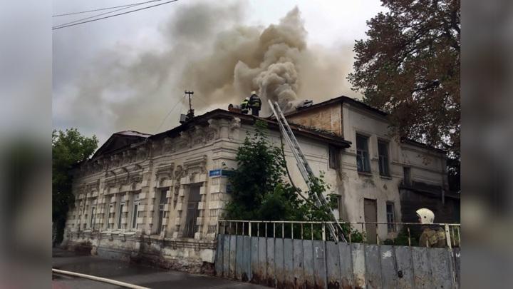 Причиной пожара в историческом здании Тамбова мог стать поджог
