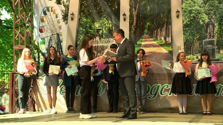 Голикова назвала дату начала приема заявлений на выплаты школьникам