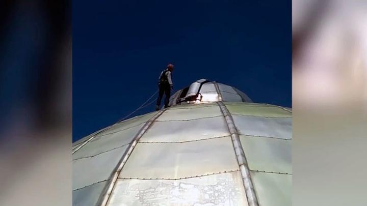 На большом куполе Бийского планетария заметили людей