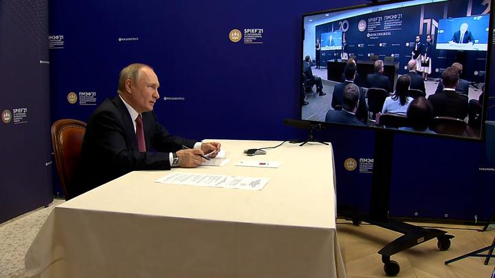 Путин примет участие в пленарном заседании на экономическом форуме в Петербурге
