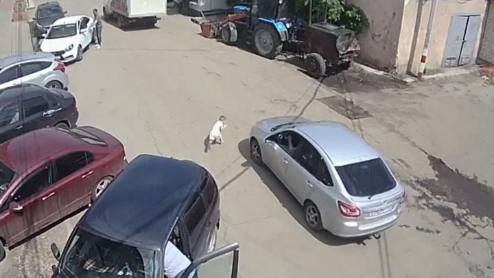 Жуткое ДТП с маленьким ребенком в Ульяновской области попало на видео