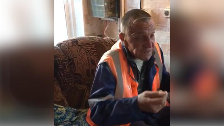 Мертвецки пьяный дежурный на переезде заблокировал дорогу и попал на видео