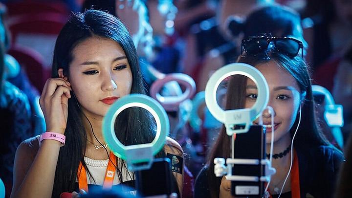 Китайским стримерам запретили ковырять в носу