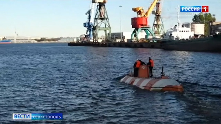 """Экипаж спасательного судна """"Коммуна"""" провел учения в Черном море"""
