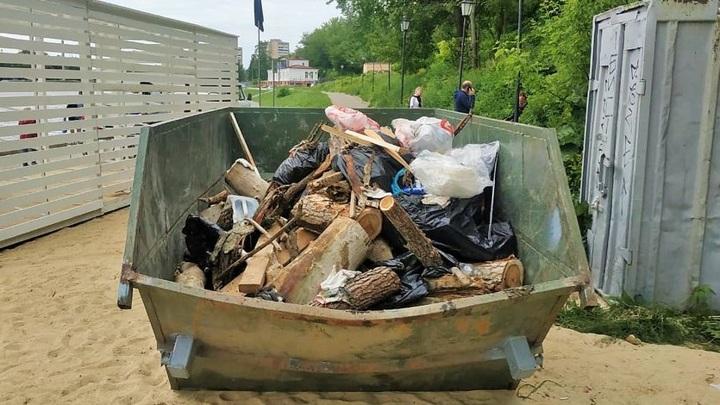 Велосипед и лодка. Со дна Оки в Орле убрали около 5 кубометров мусора