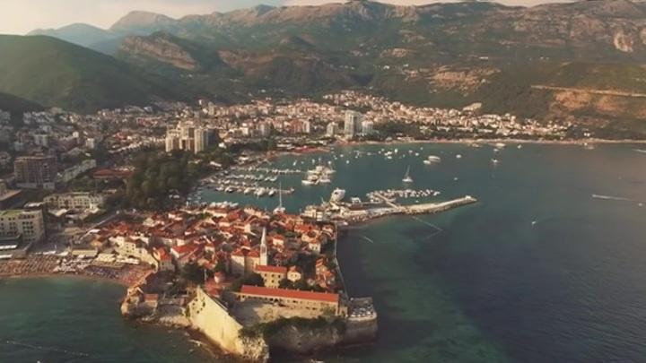 Черногория официально заявила о готовности принимать россиян без ПЦР-тестов