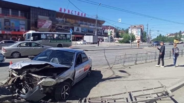 Виновник серьезного ДТП, скрывшийся с места аварии, задержан в Омске