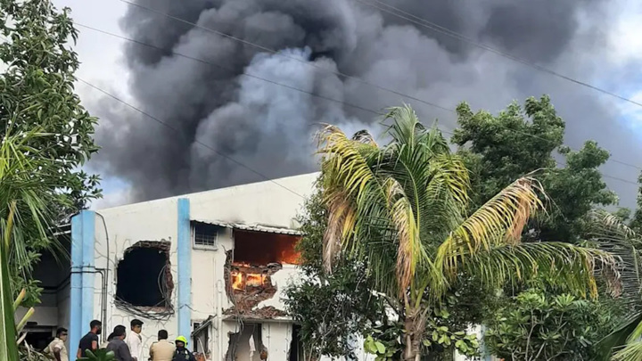 В пожаре на индийском заводе погибли 18 человек