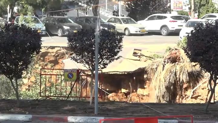 Момент обрушения парковки в Иерусалиме попал на видео