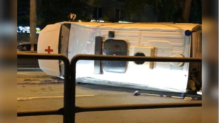 Четыре человека пострадали в аварии со скорой помощью в Самаре