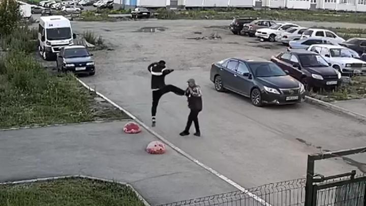 Челябинская полиция задержала мужчину, избившего пенсионера