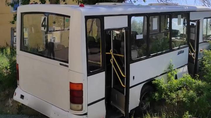 Четверых пострадавших в ДТП с автобусом на Урале доставят в Екатеринбург
