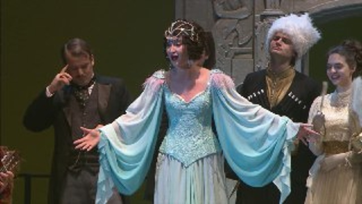 Бузова продолжит в сентябре играть на сцене МХАТа имени Горького