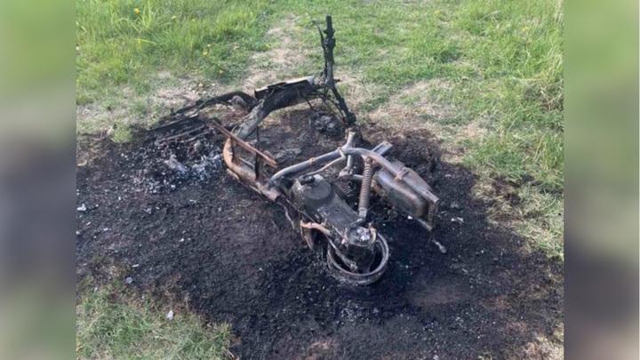 В Бурятии отец сжег мопед сына, попавшего в аварию