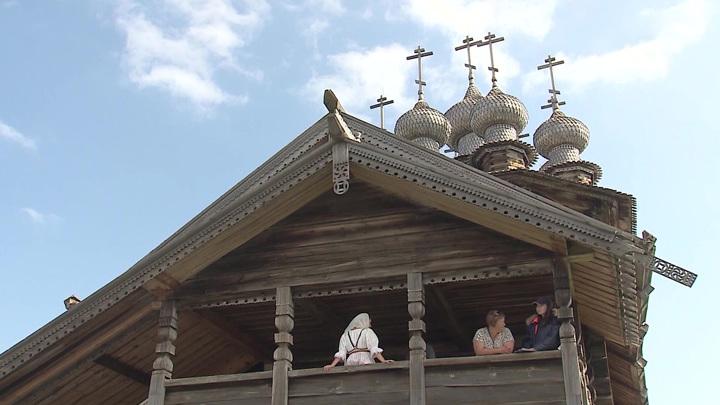 Кижи – гордость деревянного зодчества и литературная жемчужина России