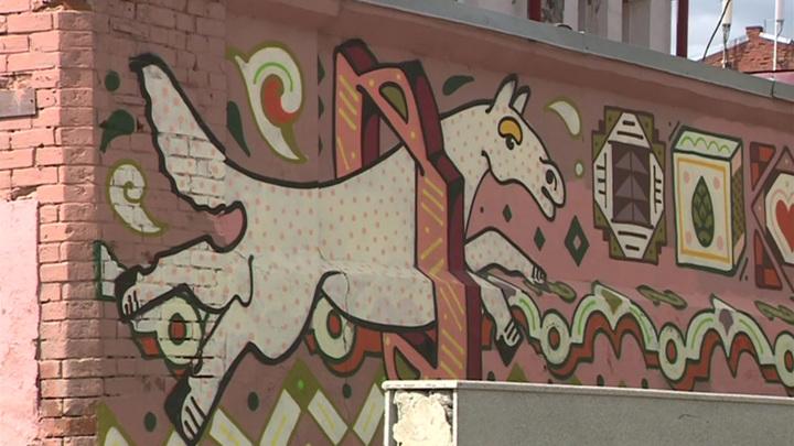 В Томске нарисовали граффити на зданиях, но забыли согласовать это с властями