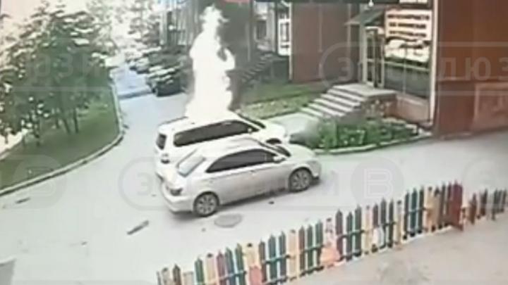 Загадочное возгорание: горящий мотоцикл в Новосибирске попал на видео