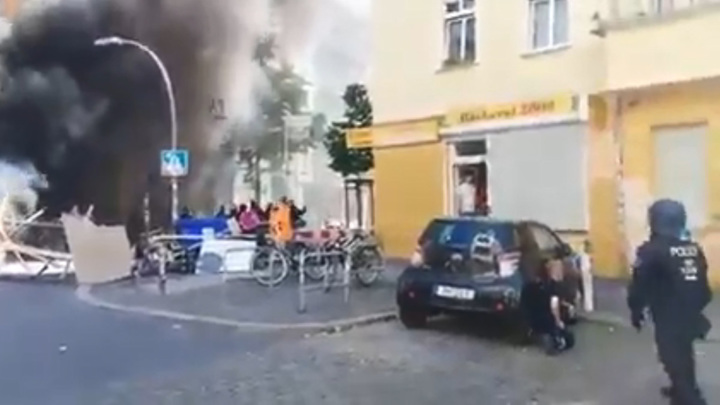 В Берлине радикалы устроили бой с полицией из-за заброшенного дома