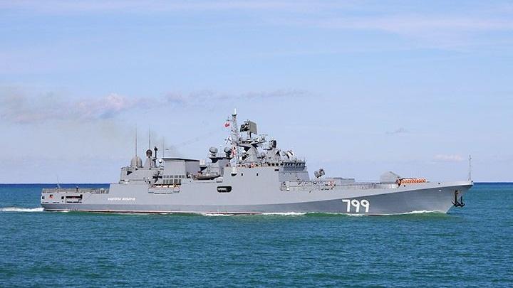 """Фрегат """"Адмирал Макаров"""" прошел учения в порту Сирии"""