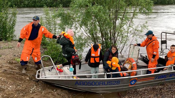 Семь населенных пунктов Амурской области отрезаны от мира из-за паводка