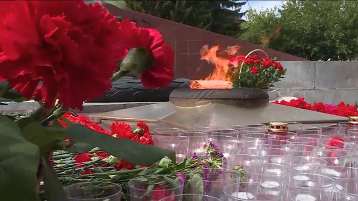 В Кургане зажгли свечи в память о погибших во Второй мировой