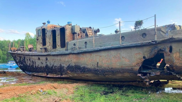 Угрожало экологии: в Ярославской области подняли затонувшее судно со дна реки