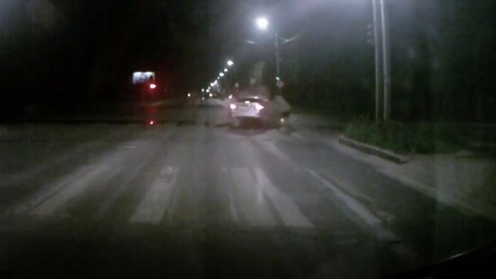 Пьяные водители столкнулись на глазах у бригады медиков. Видео
