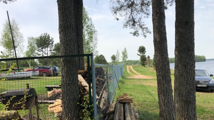 Мужчина забрал себе часть берега Волго в Тверской области