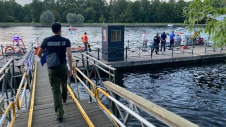 В Санкт-Петербурге столкнулись теплоход и лодка с людьми