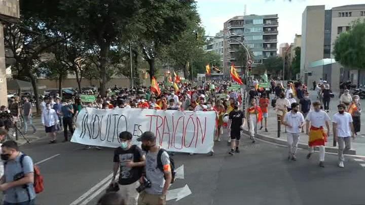 В Барселоне прошла акция против помилования политиков из Каталонии