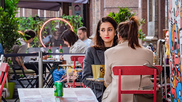 На летние веранды московских кафе не пустят без QR-кода