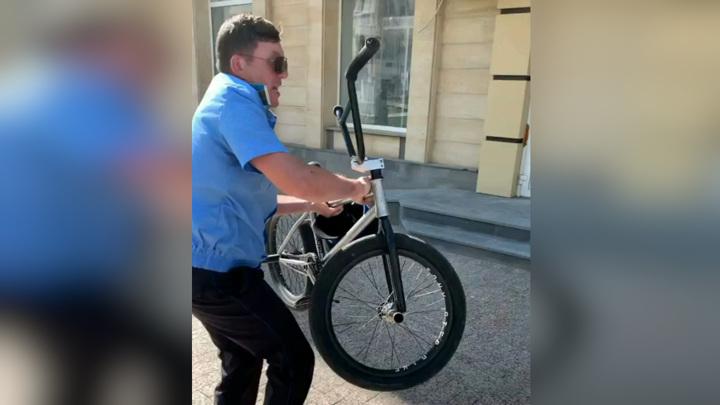 Казак напал на велосипедистов в Ставрополе. Видео