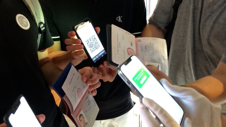 Переболевшим пообещали выдать QR-коды не позднее 30 июня