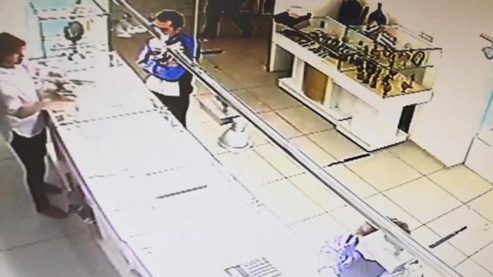 Грабителя, укравшего 30 золотых цепочек, задержали под Иркутском