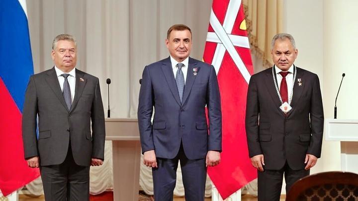 Глава Тульской области вручил Сергею Шойгу нагрудный знак Почетного гражданина