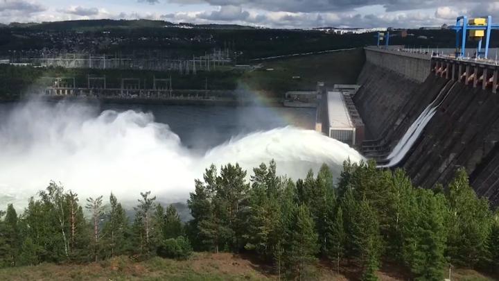 Впервые за 26 лет: Усть-Илимская ГЭС вхолостую сбрасывает воду