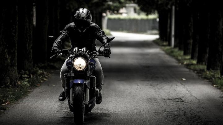 В Орловской области мотоциклист сбил 6-летнего мальчика и скрылся