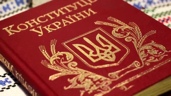 Экс-депутат Рады: как при Зеленском, над конституцией Украины не измывались никогда
