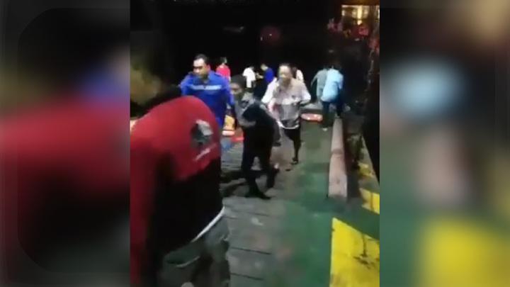 В Индонезии затонуло пассажирское судно с полусотней человек на борту