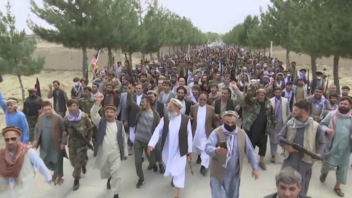 Таринкот: талибы захватили аэропорт и освободили заключенных