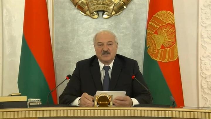 Лукашенко вслед за Байденом решил подкормить Тихановскую