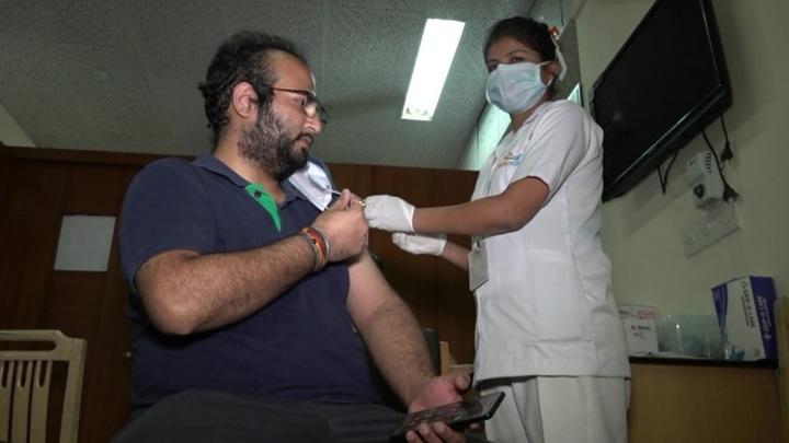 В Индии введено более 1 млрд доз вакцин от коронавируса