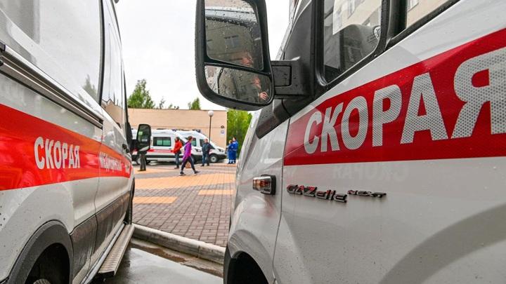 Водитель скорой помощи устроил ДТП и сбежал с места аварии