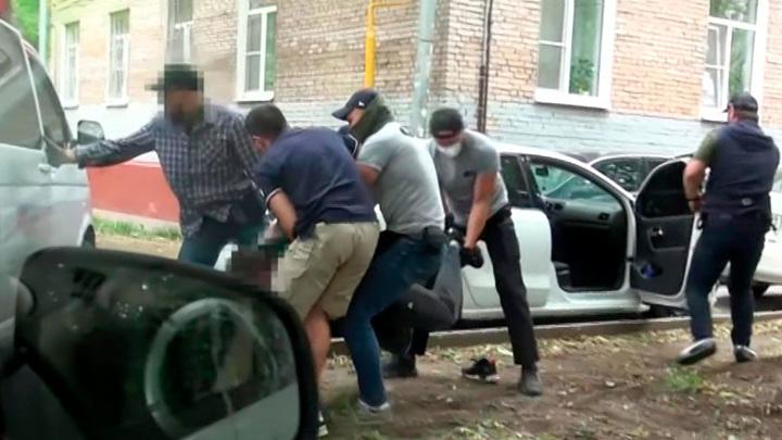 ФСБ в ходе спецоперации задержала 45 подпольных оружейников