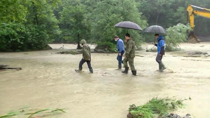 Дождь в Сочи подтопил городские улицы и дороги